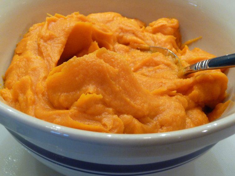 शकरकंद की प्यूरी (Baked Sweet Potato Purée) शिशु आहार