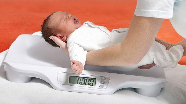 महीने की लड़की का औसत वजन और लम्बाई