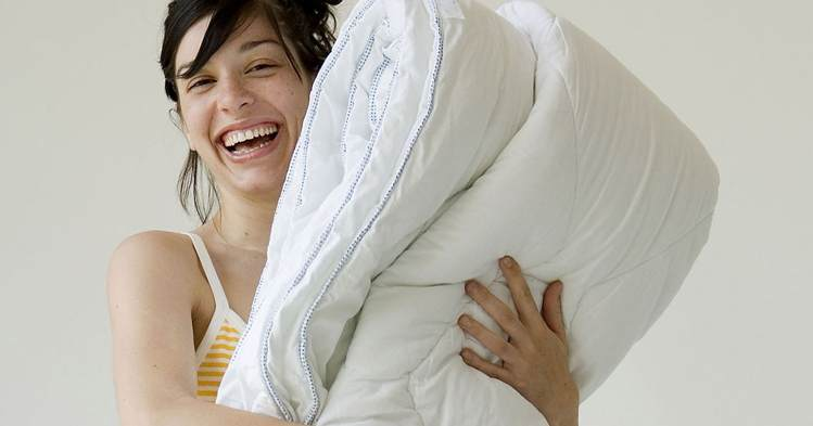 बिस्तर के चादर को साफ़ रखें keep bedsheet clean to prevent cold and cough infection