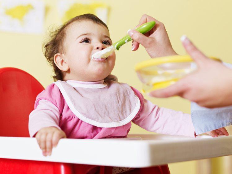 शिशु के आदर्श वजन और लम्बाई के लिए उसे पोषक आहार दें
