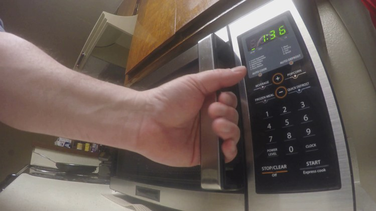 Can-I-heat-water-in-microwave-then-add-formula