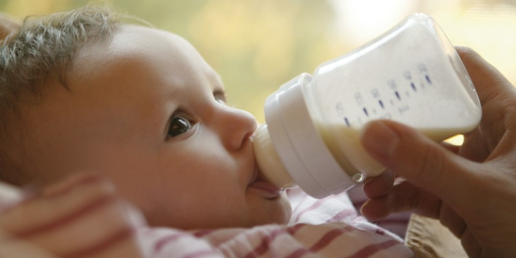 How-Long-Formula-Milk-Stays-Good-in-Feeding-Bottle