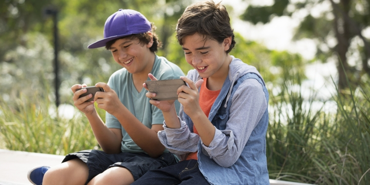 Kids and smartphones - Right Age for a Child to Get a Smartphone