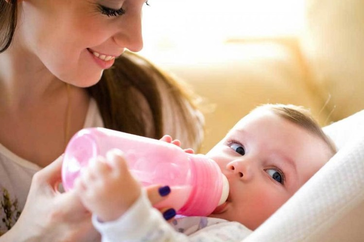 When-can-I-introduce-formula-to-my-breastfed-baby