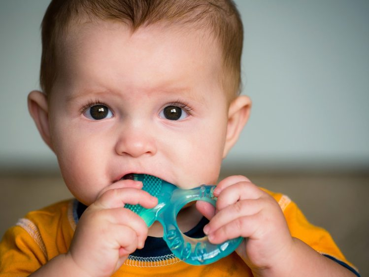 kids put toys in mouth infection in hindi