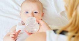 6-महीने-से-पहले-बच्चे-को-पानी-पिलाना-है-खतरनाक